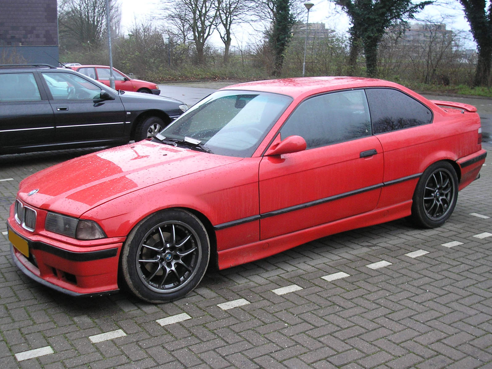 File:BMW 318iS Coupe (1992) frontleft.jpg