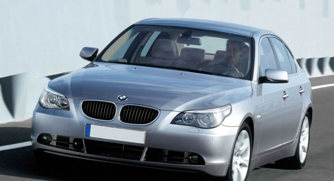 Front view of of sedan BMW 520d Cars picture gallery with specs