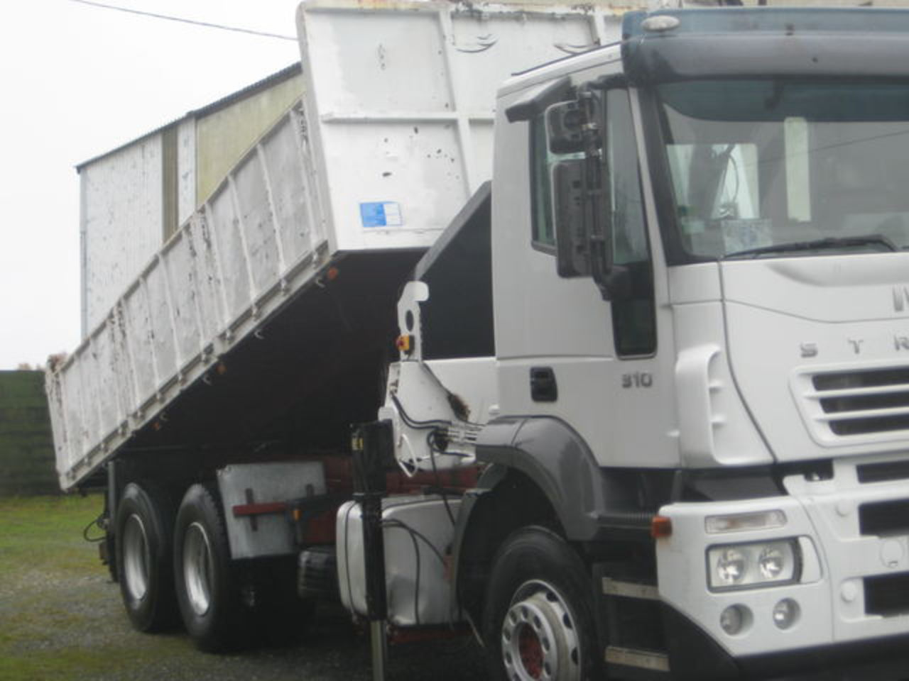 Photo: IVECO stralis 310 tipper