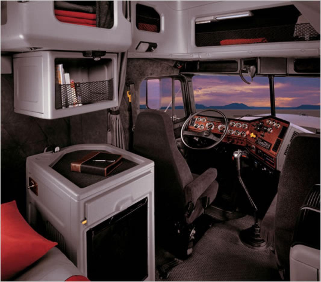 Alfa Romeo Giulia Interior >> TopWorldAuto >> Photos of Freightliner Classic XL - photo ...