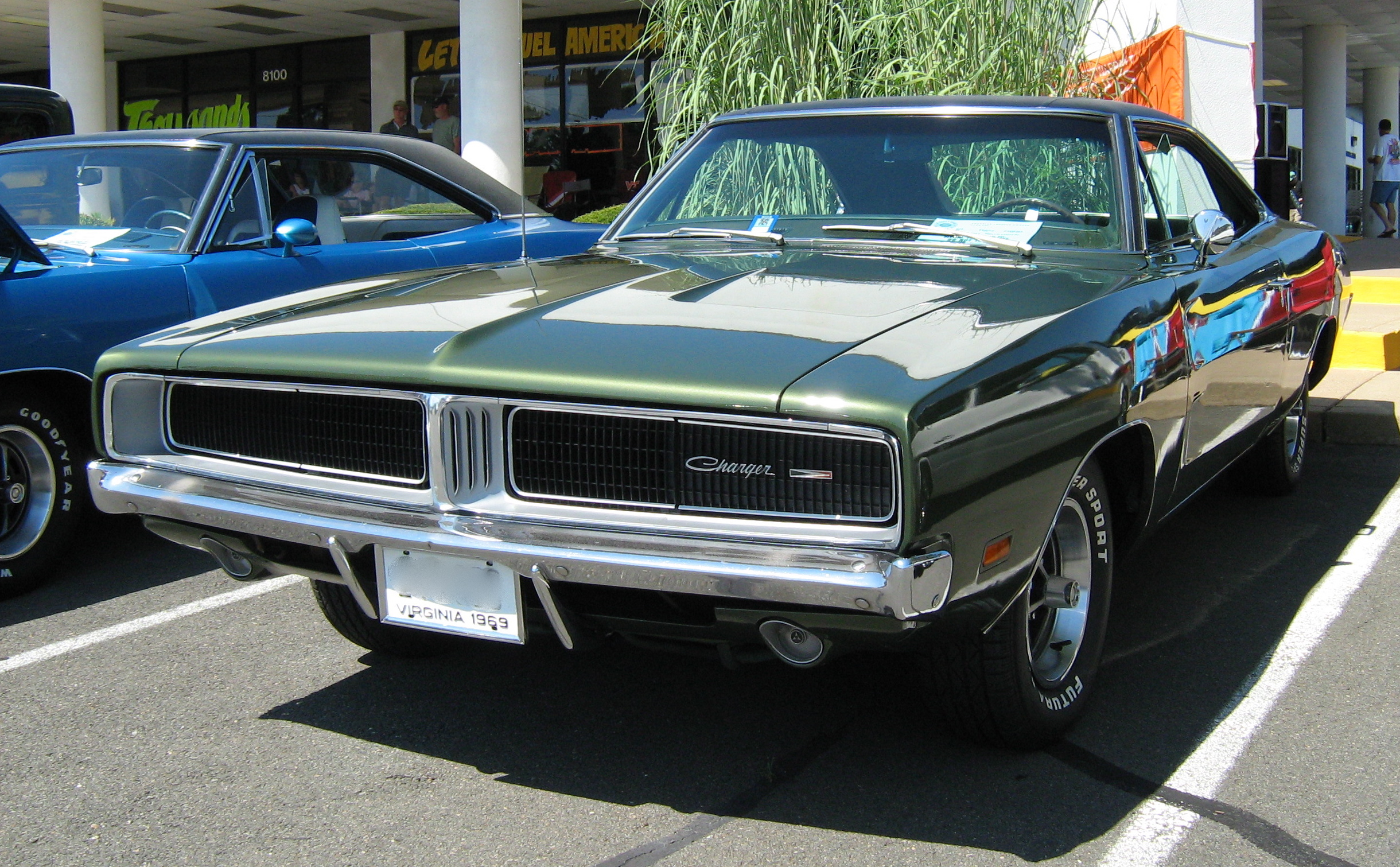 File:1969 Dodge Charger green F.jpg