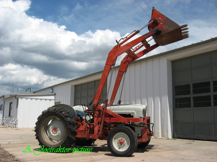 Up for sale is this solid Ford 600 tractor. Unlike the 8n and 9ns,