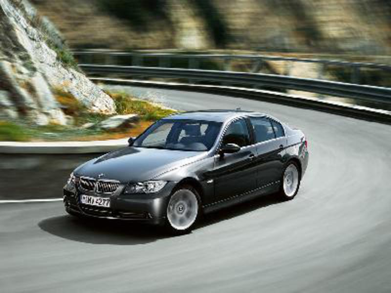Send us more 2005 BMW 320d pictures.