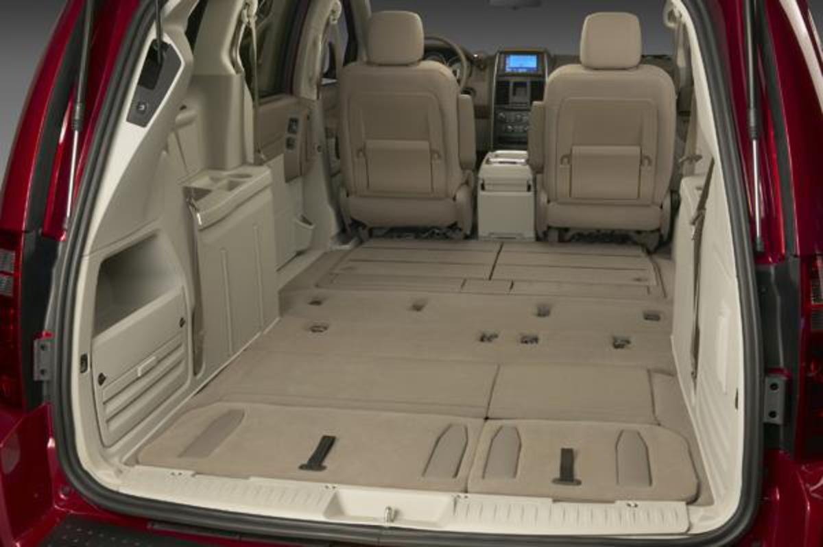 Exterior photo from the rear of the 2010 Dodge Grand Caravan above
