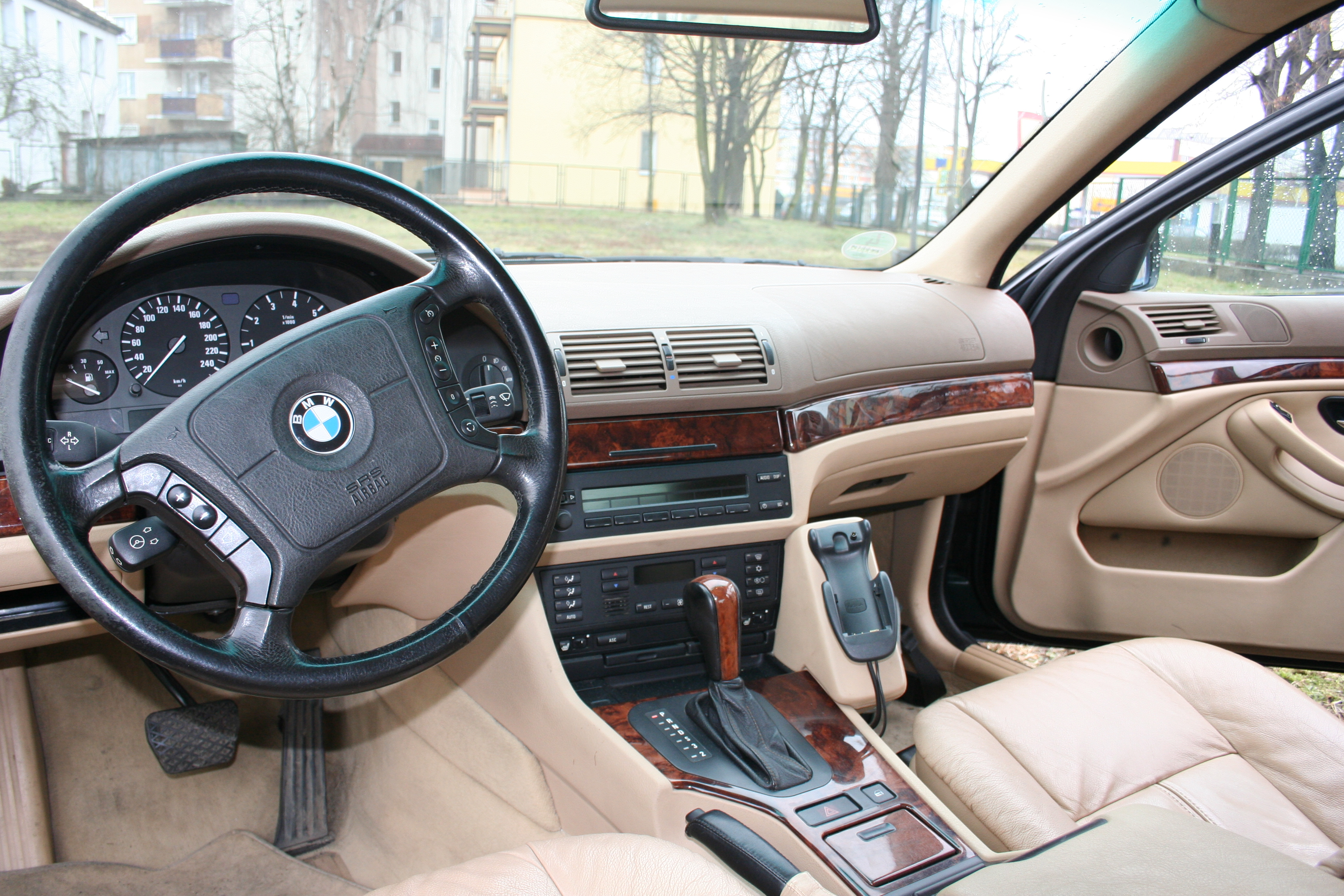 File:Bmw 528 interior 96.JPG