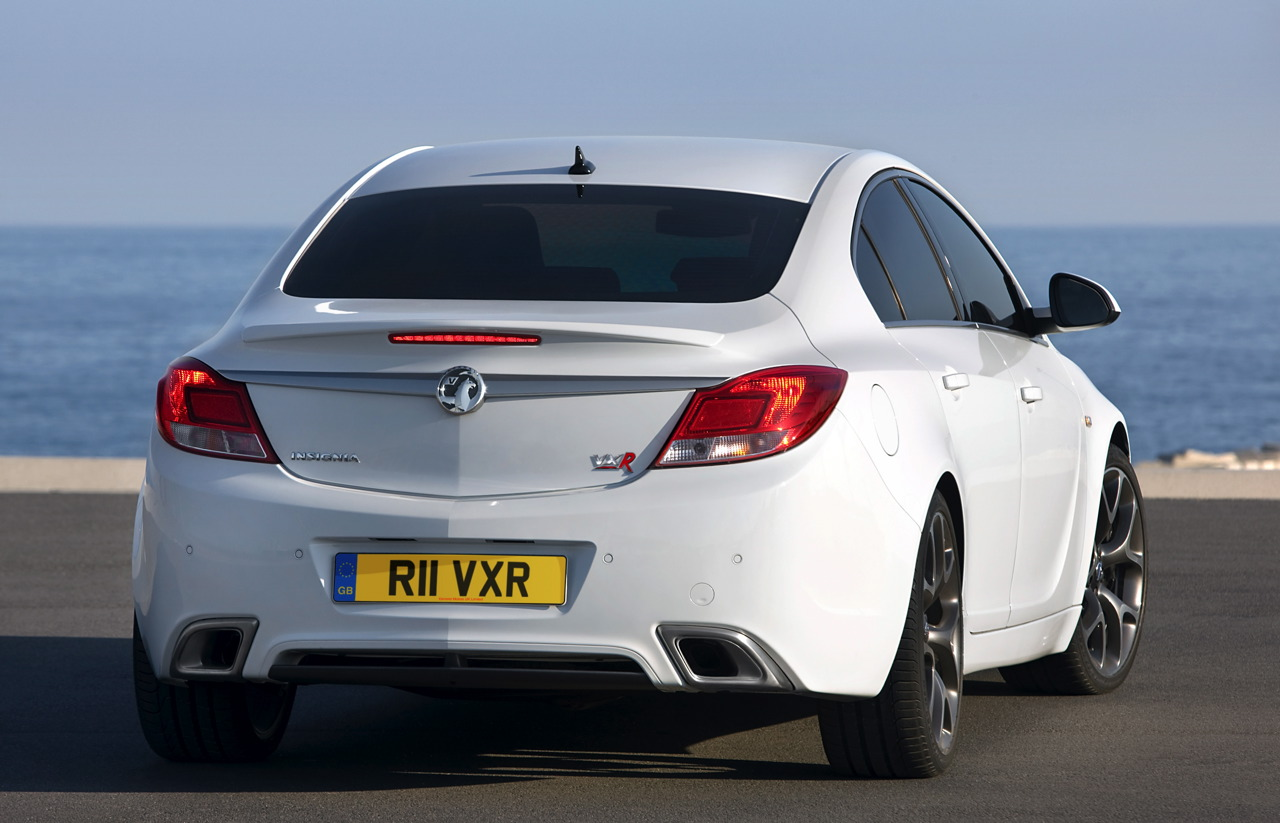 Opel Insignia OPC and Vauxhall Insignia VXR Unveiled with 325 HP