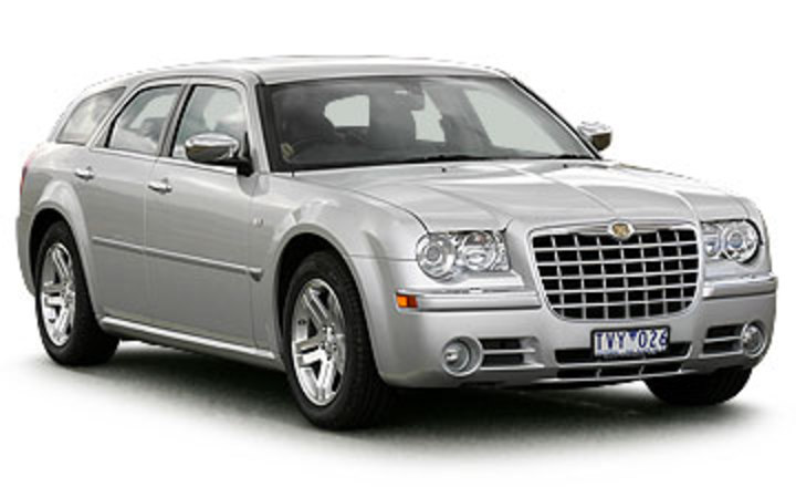 2006 Chrysler 300C Touring V8 5-dr wagon Car Review