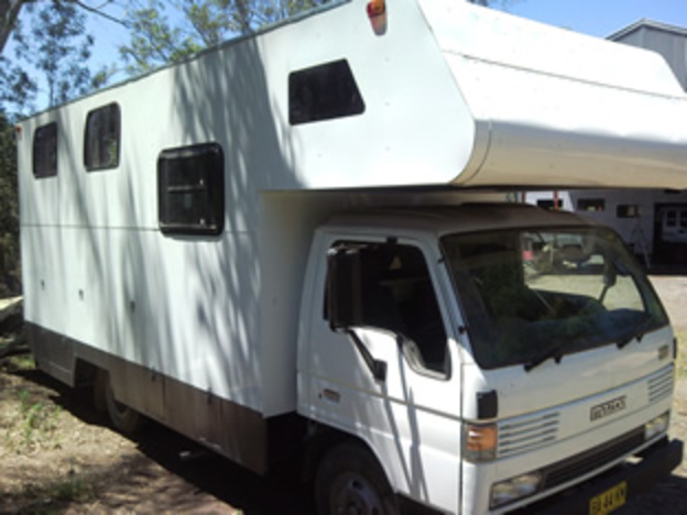 Ford Trader Dual Cab Horse Truck Mazda T4000 · Horse Truck Hino.