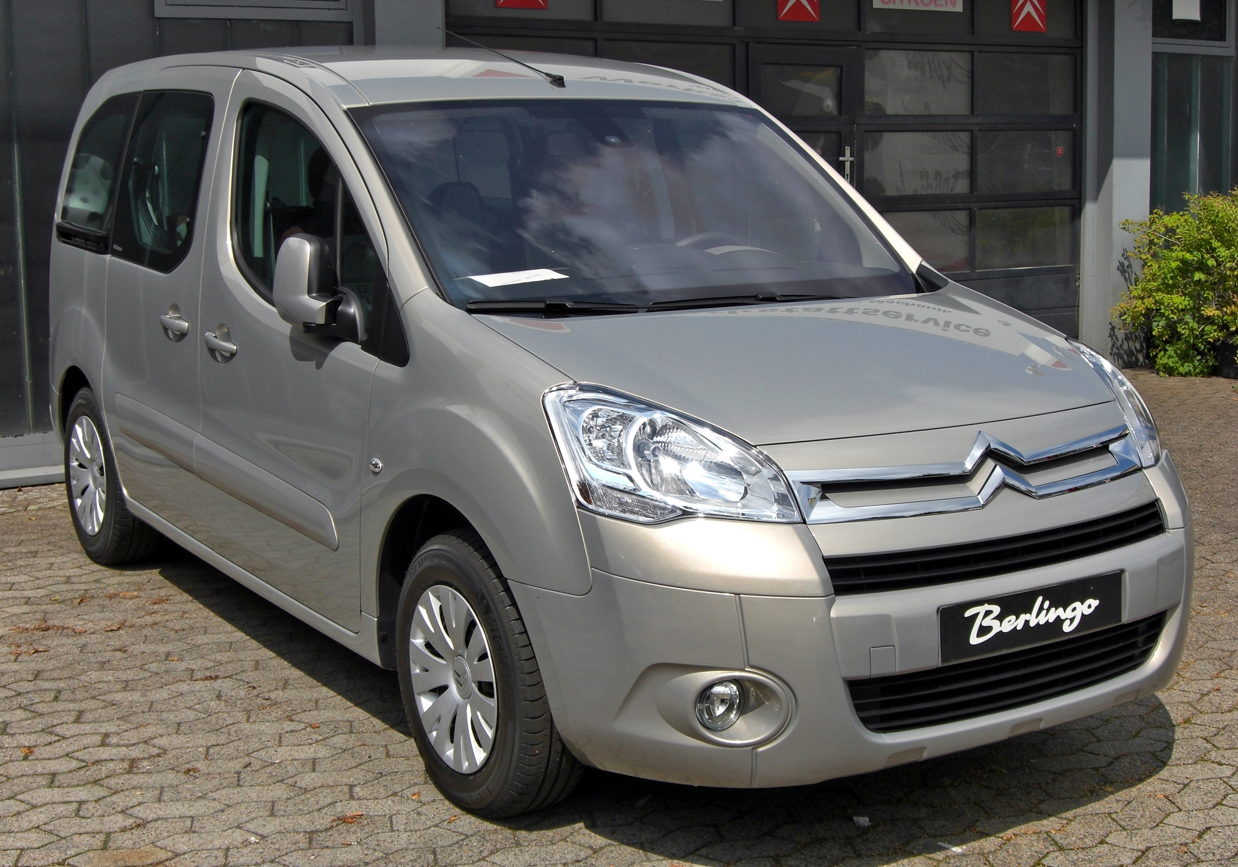 File:Citroën Berlingo II front.JPG