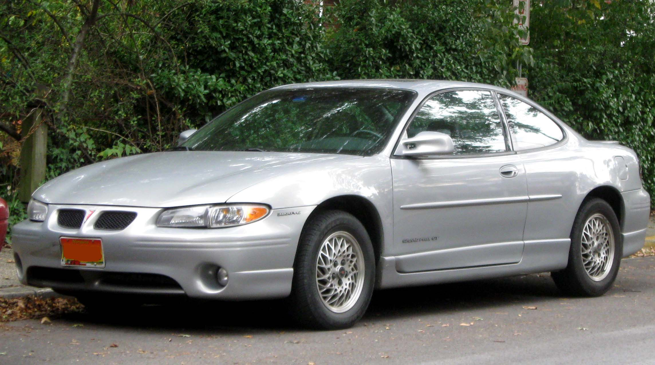 File:Pontiac Grand Prix GT coupe -- 10-12-2009.jpg