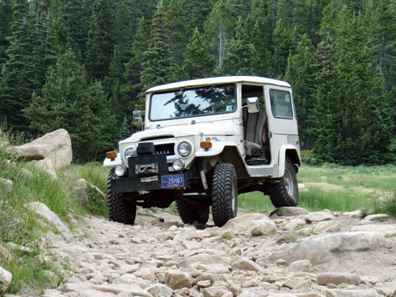 1971 Toyota Land Cruiser Fj40 Front View Mountains