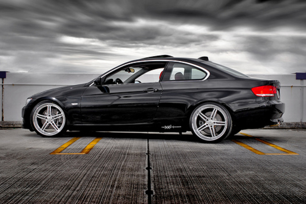 Click the BMW 335i images to enlarge
