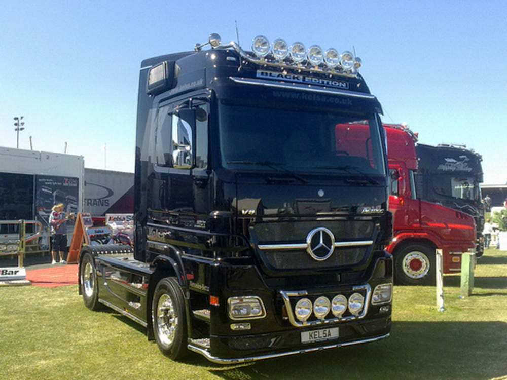 Mercedes Benz Actros MP2 1861 V8 Black edition Megaspace by Actros2009