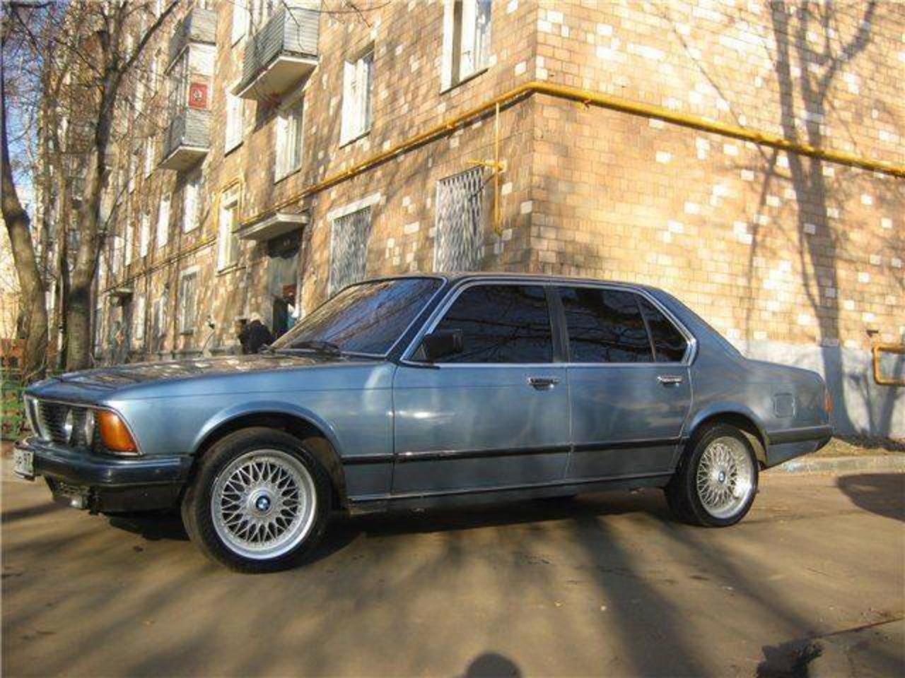 Photos: Car: bmw 732i