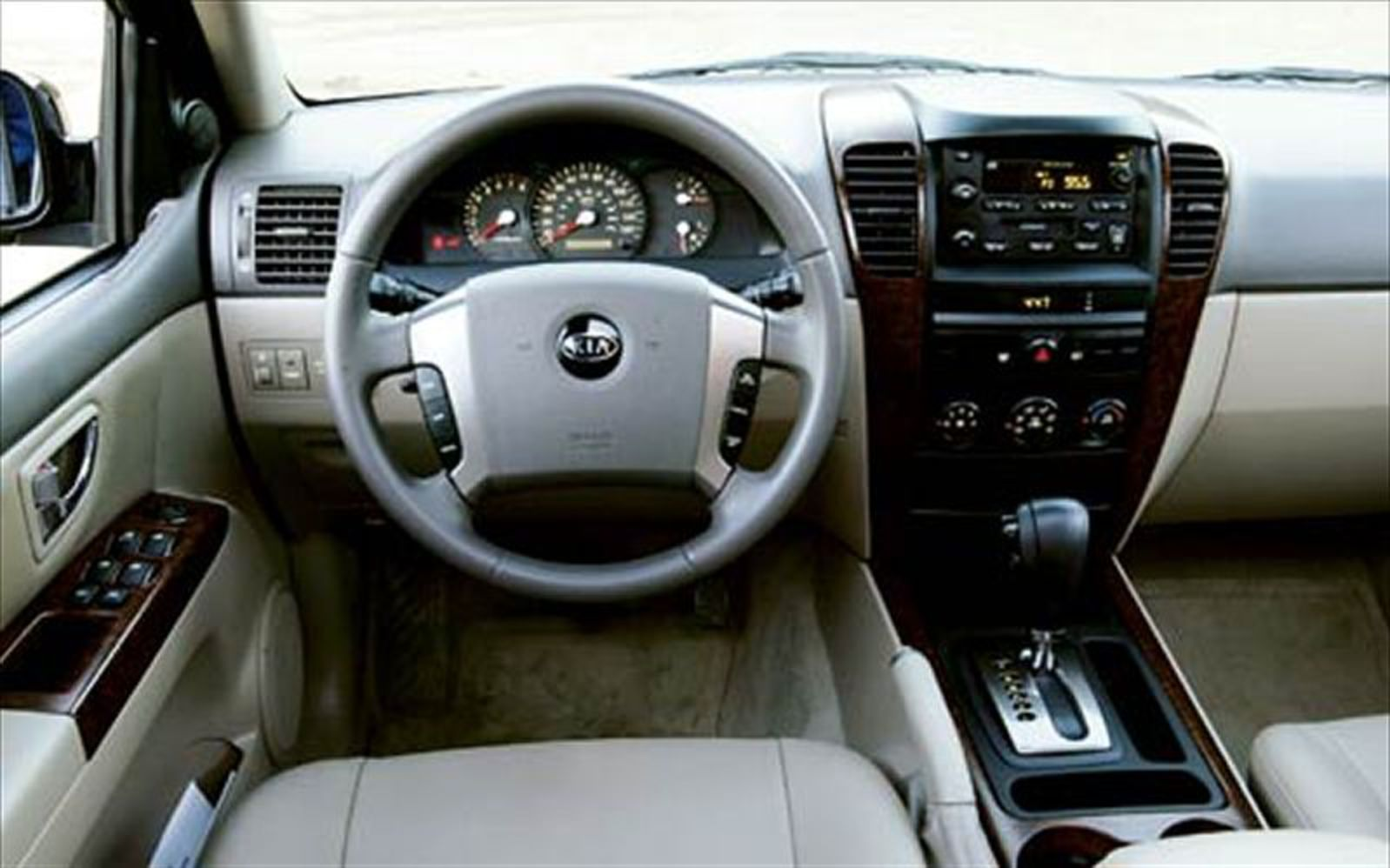 2004 Kia Sorento Ex Front Interior View Photo 10
