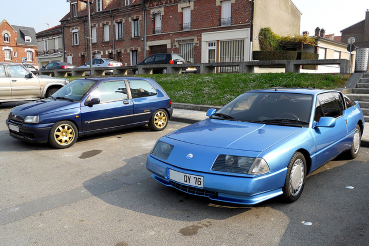RENAULT Clio Williams et Alpine V6 GT Turbo bleues | Flickr ...