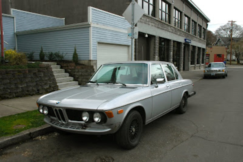 OLD PARKED CARS.: 1977 BMW 3.0