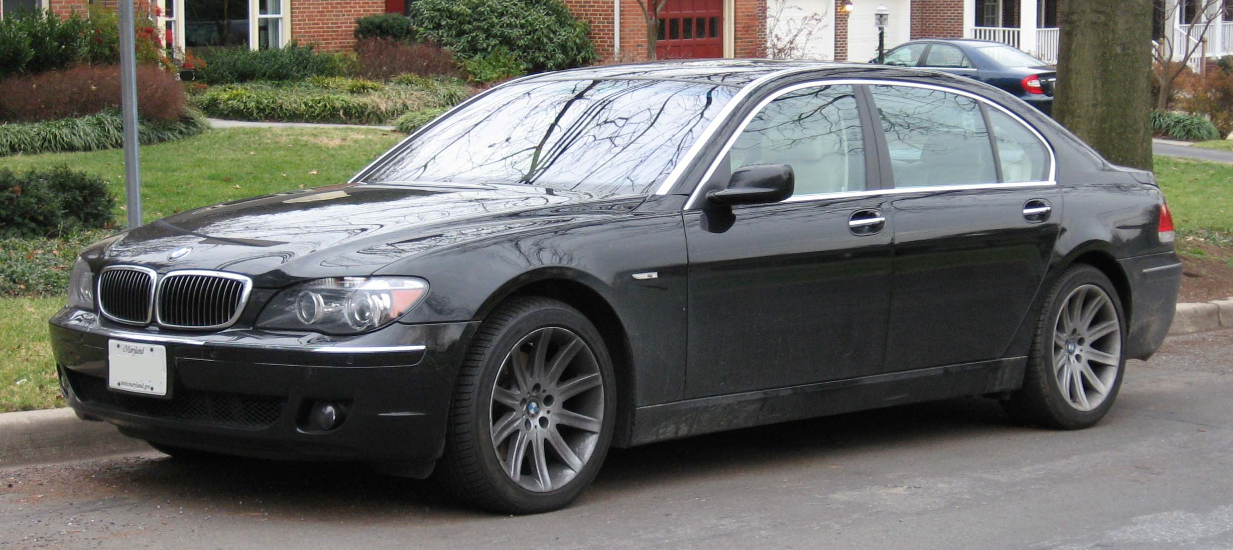 File:BMW 750i.jpg - Wikimedia Commons