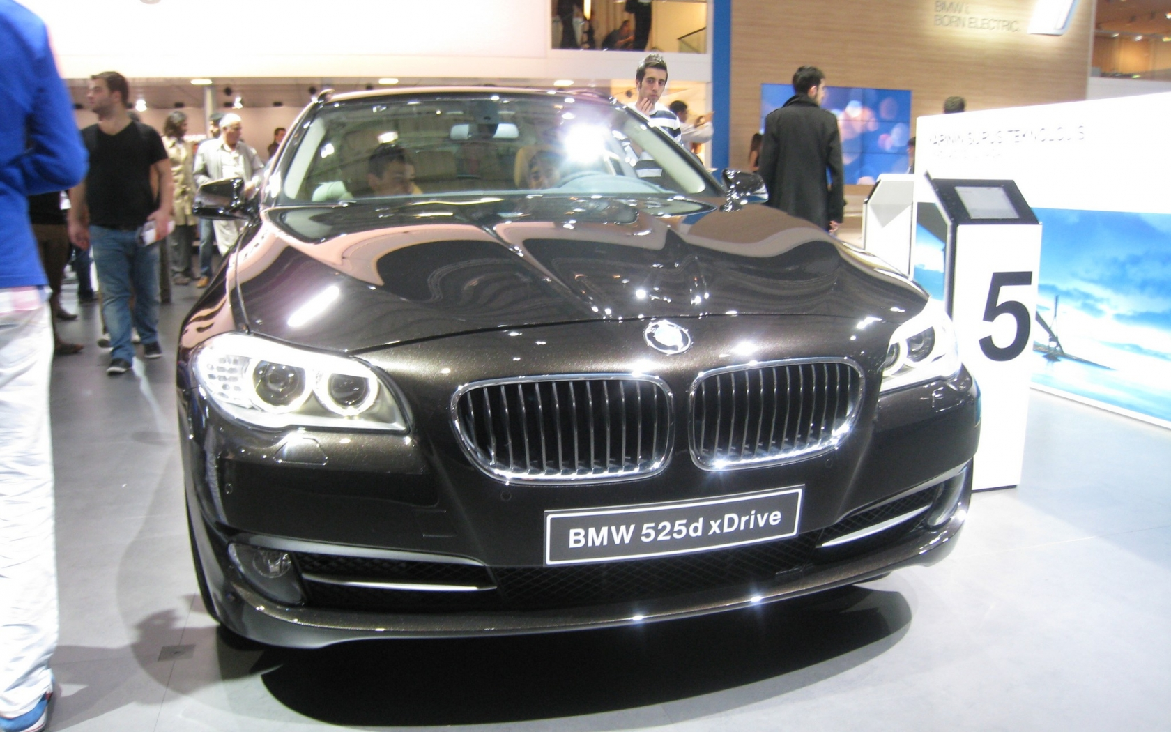Bmw | 525d xDrive 2013 Black - ( 1680x1050 )