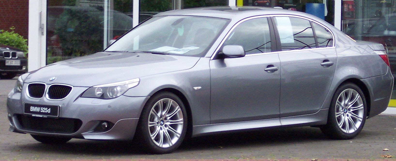 File:BMW Series5 silver vl.jpg - Wikimedia Commons