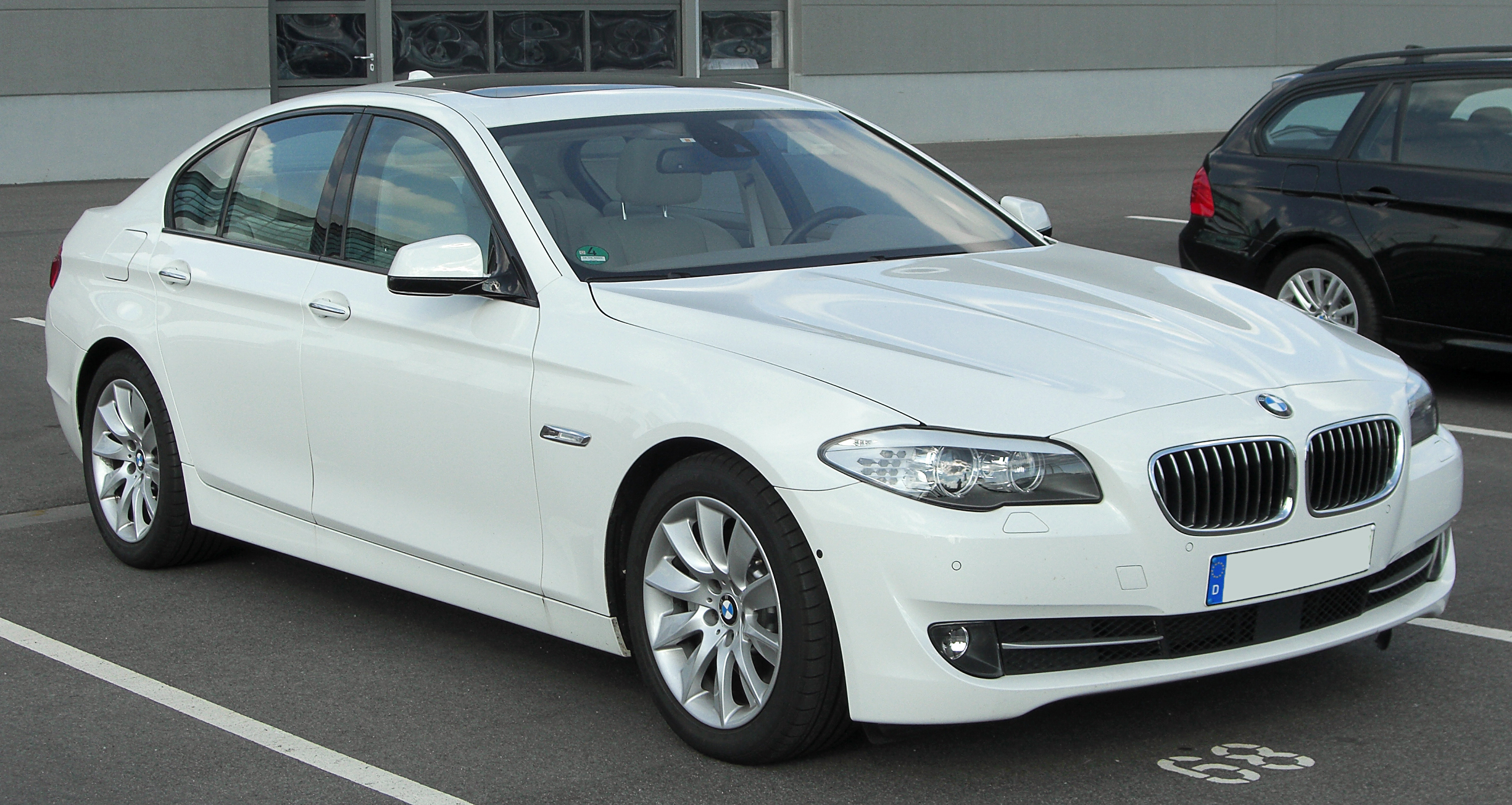 File:BMW 530d (F10) front 20100821.jpg - Wikimedia Commons
