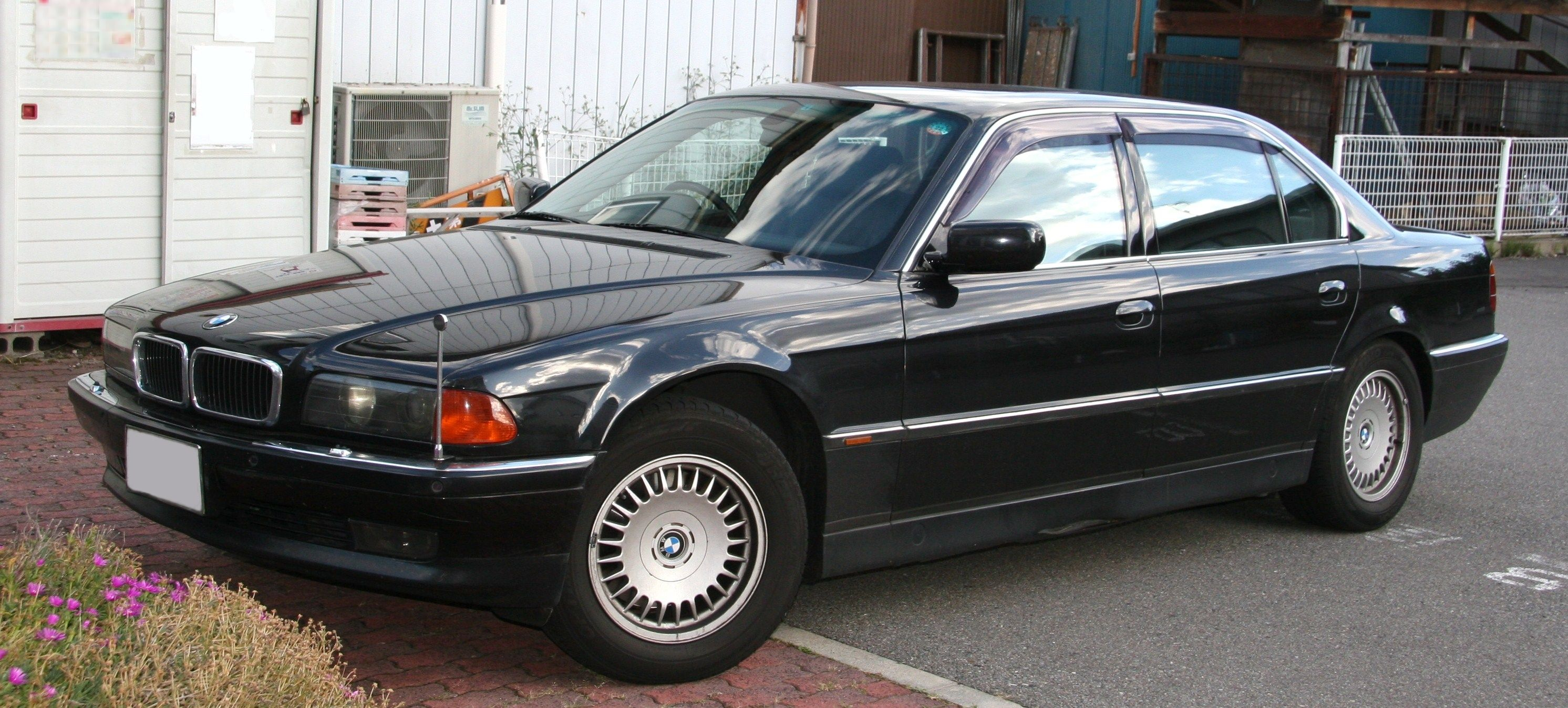 File:BMW 750iL.jpg - Wikimedia Commons