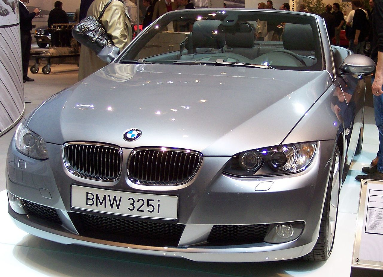 File:BMW 325i Cabrio 2007 silver v TCE.jpg - Wikimedia Commons