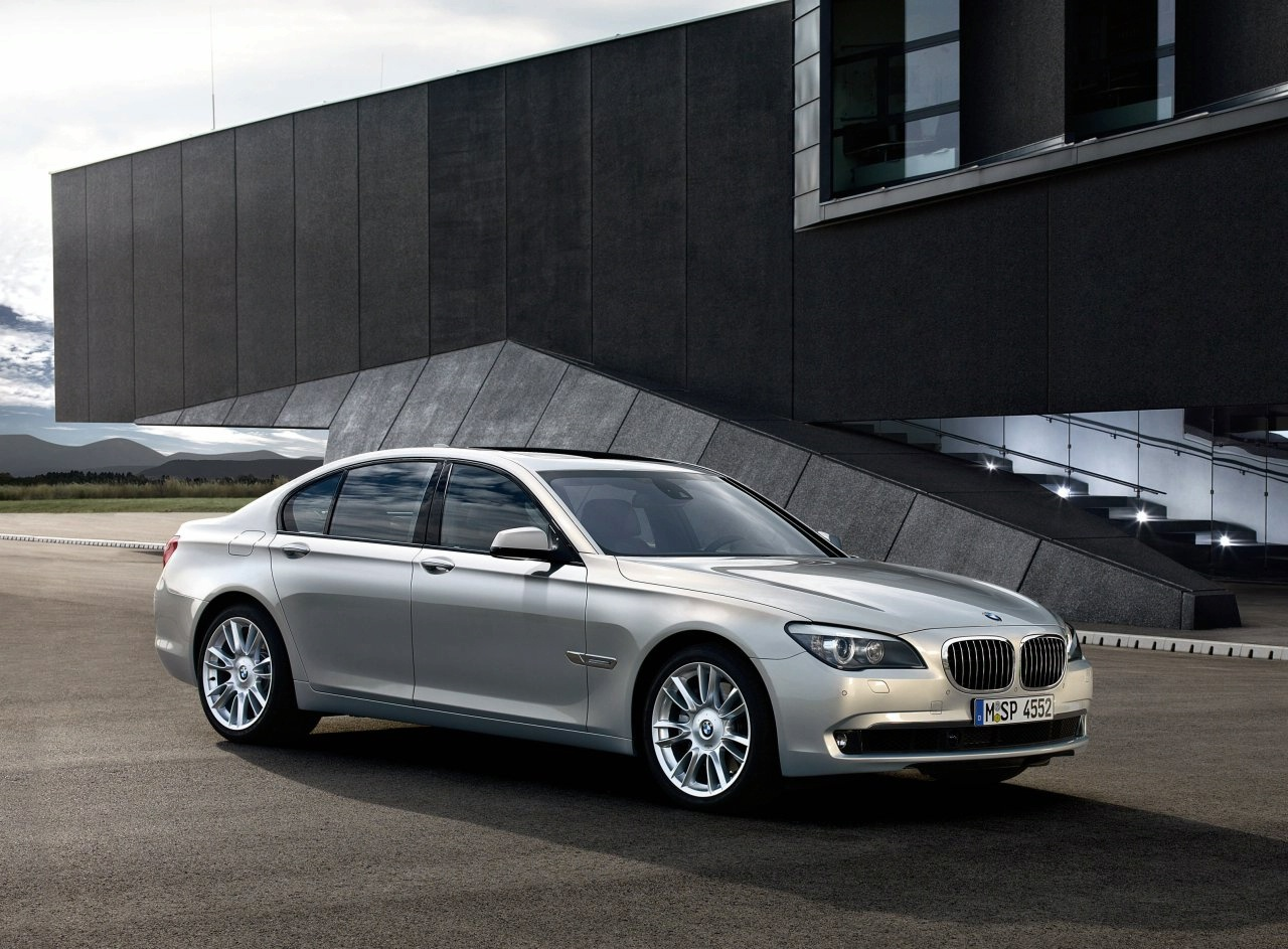 Silver BMW 7 Series - Latest Car Wallpapers