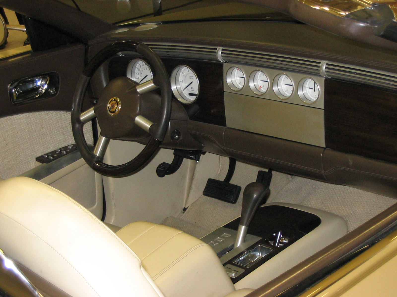 File:Chrysler Phaeton interior.jpg - Wikimedia Commons