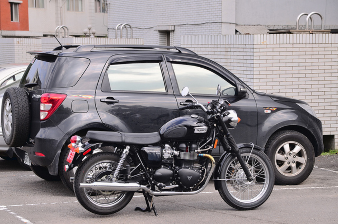 My TRIUMPH Bonneville T100 & DAIHATSU TERIOS | Flickr - Photo Sharing!