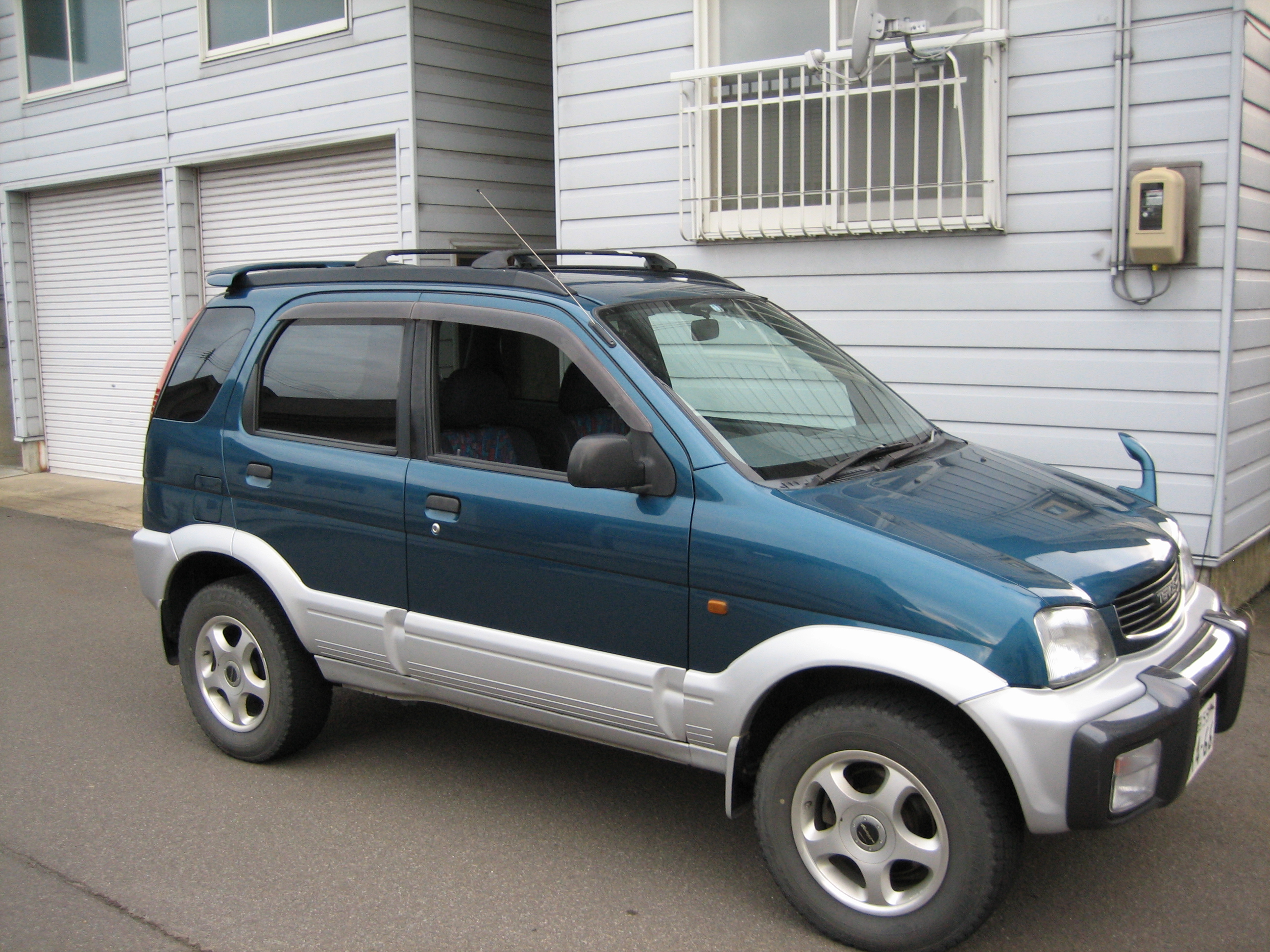 File:1999 Daihatsu Terios.jpg - Wikimedia Commons