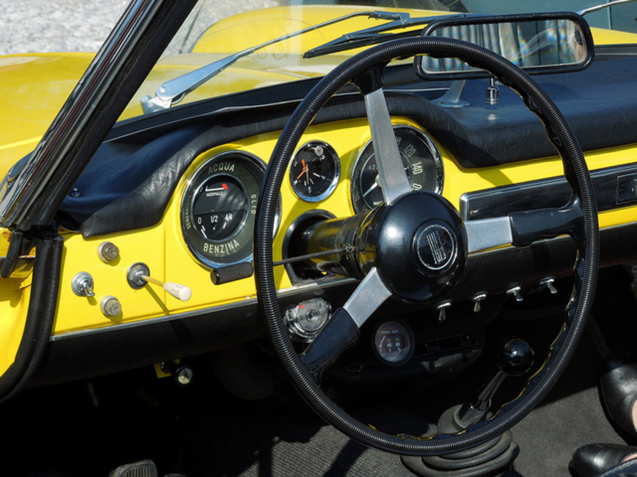 FIAT 1500 Spider (Volant et instruments)) | Flickr - Photo Sharing!
