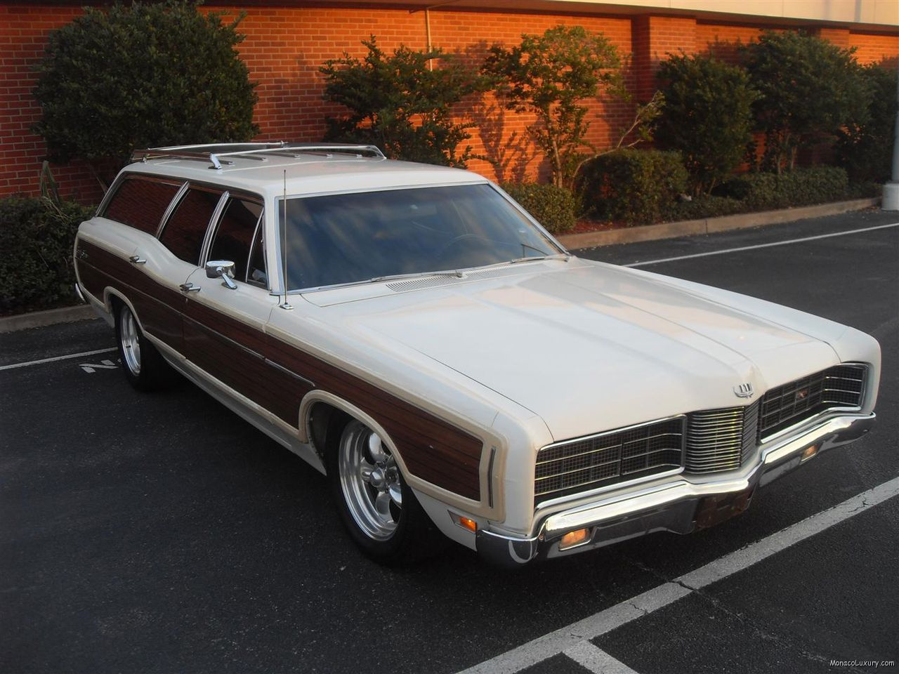 TopWorldAuto >> Photos of Ford LTD Country Squire wagon - photo galleries