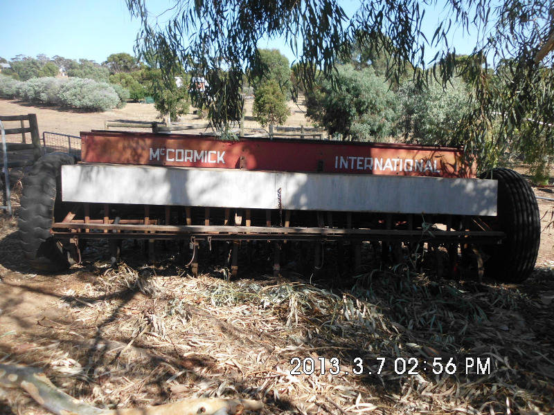 Seeder Fertiliser Spreader Mcormick International | Heavy, Farming ...
