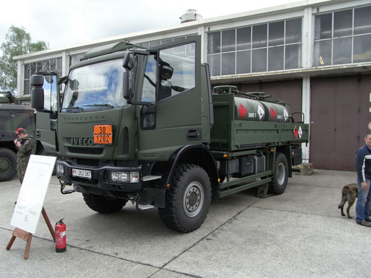 IVECO Eurocargo 150E28 4x4 mit Tankaufbau | Flickr - Photo Sharing!
