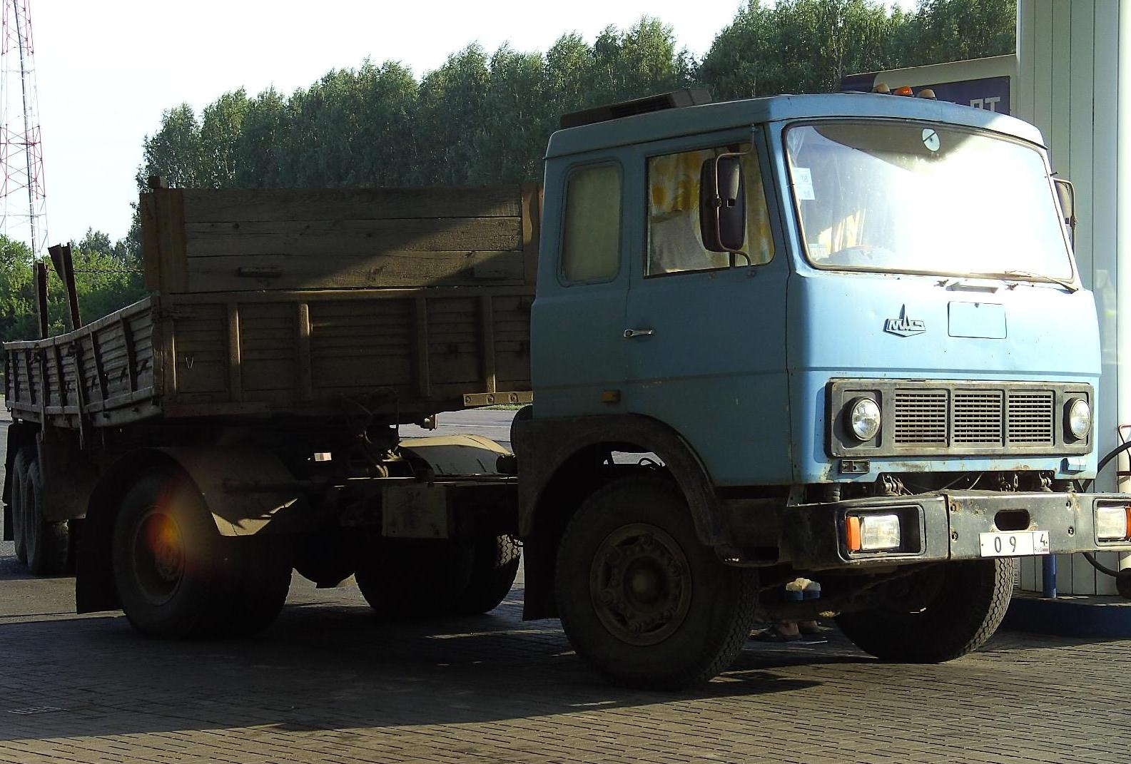 File:MAZ truck in russia.JPG - Wikimedia Commons