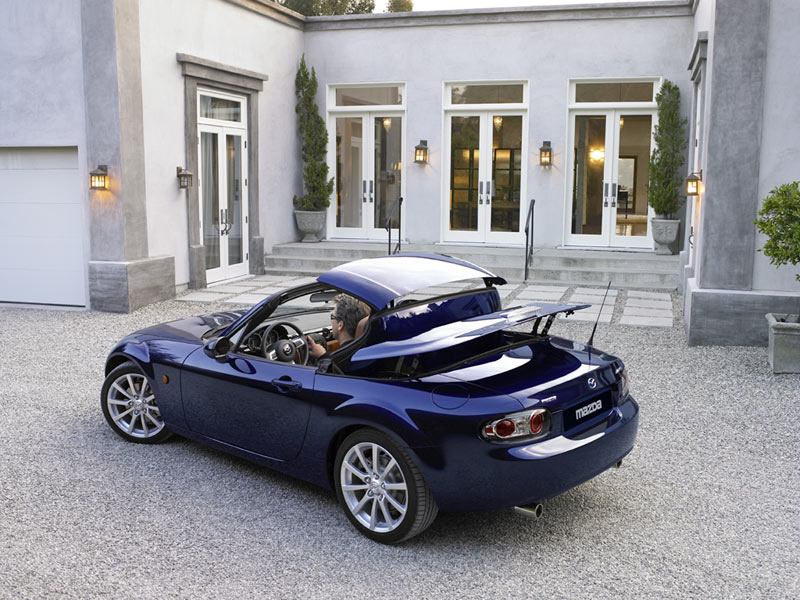 Mazda MX-5 Roadster Coupé - Car Body Design
