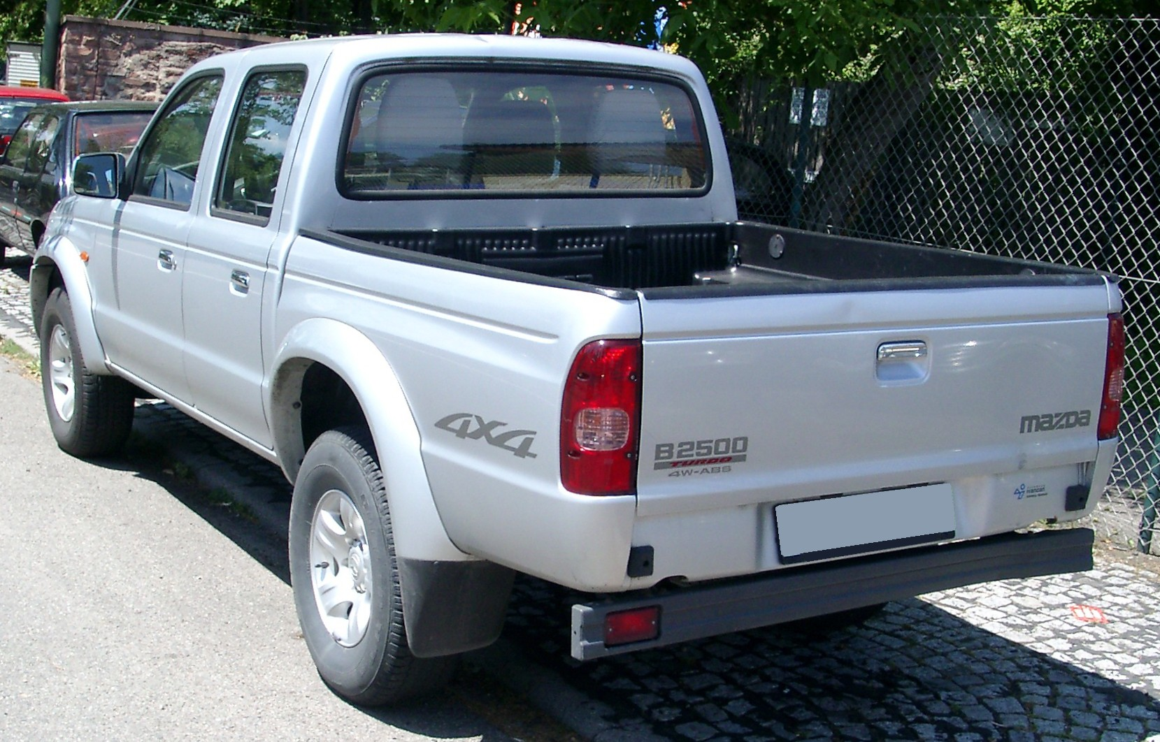 File:Mazda B2500 rear 20080612.jpg - Wikimedia Commons