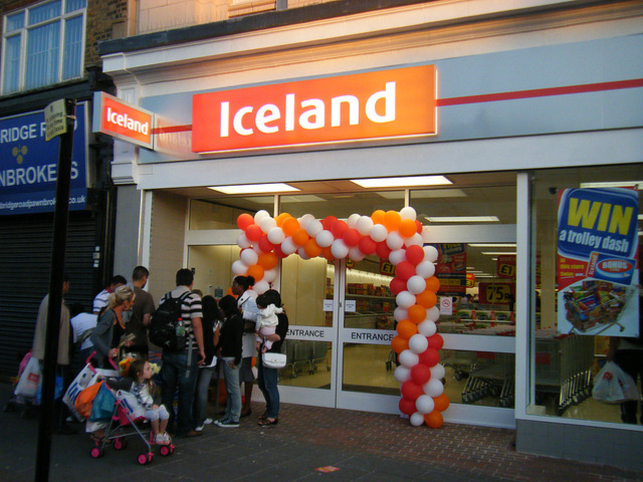 New Leyton Iceland Store - Grand Opening, 24 Sep 2009 | Flickr ...
