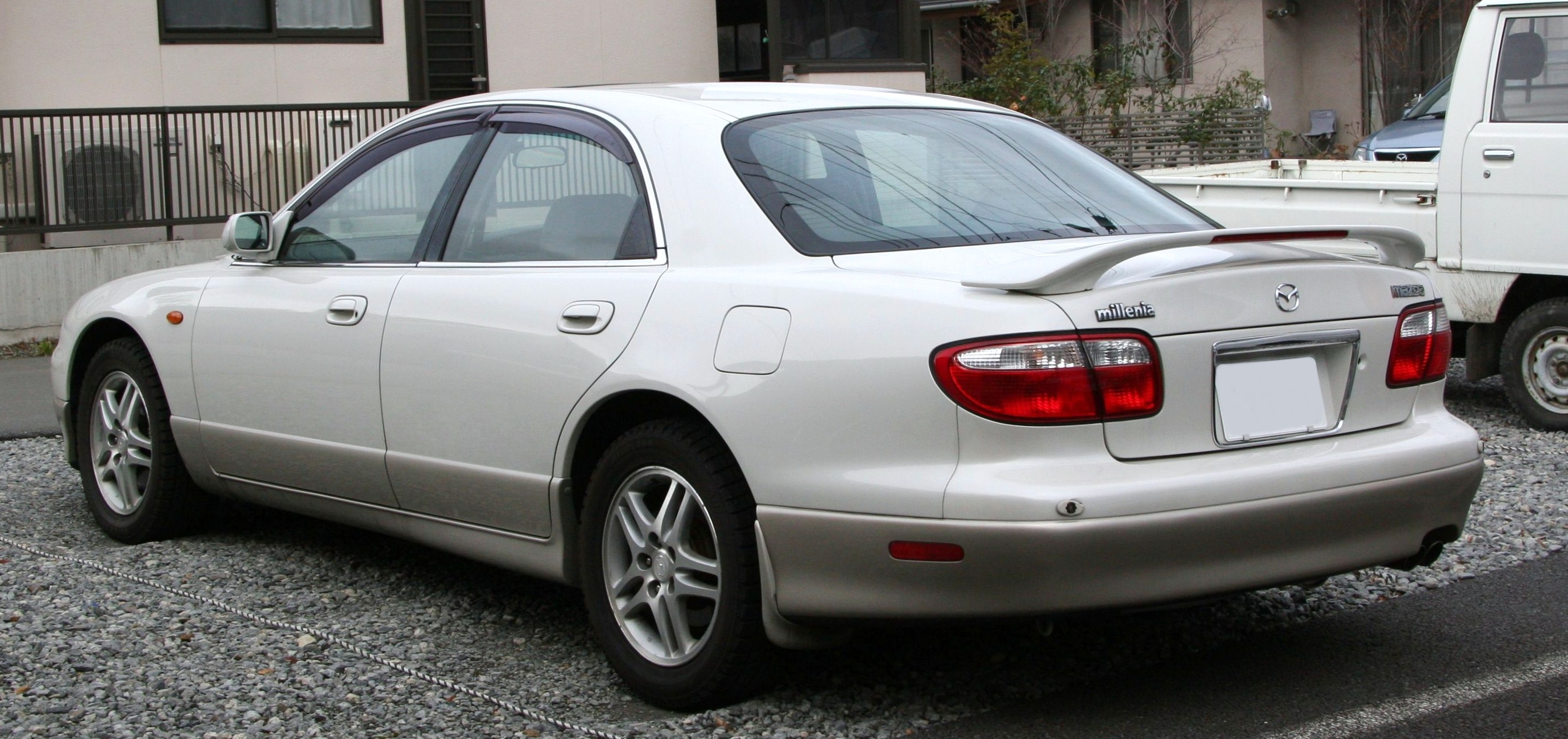 File:1998-2000 Mazda Millenia rear.jpg - Wikimedia Commons
