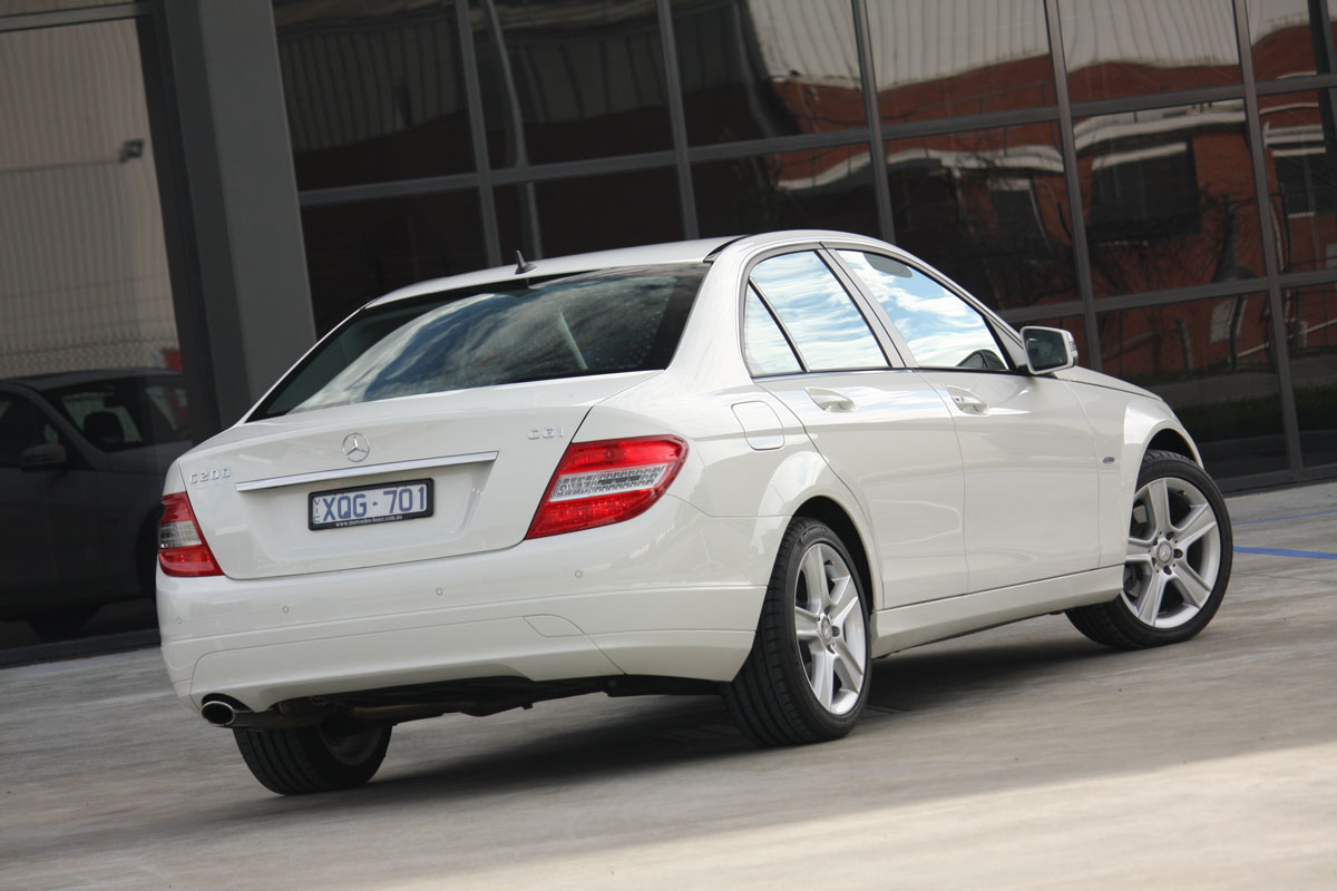 2010 Mercedes-Benz C200 CGI BlueEfficiency Sedan Road Test Review ...