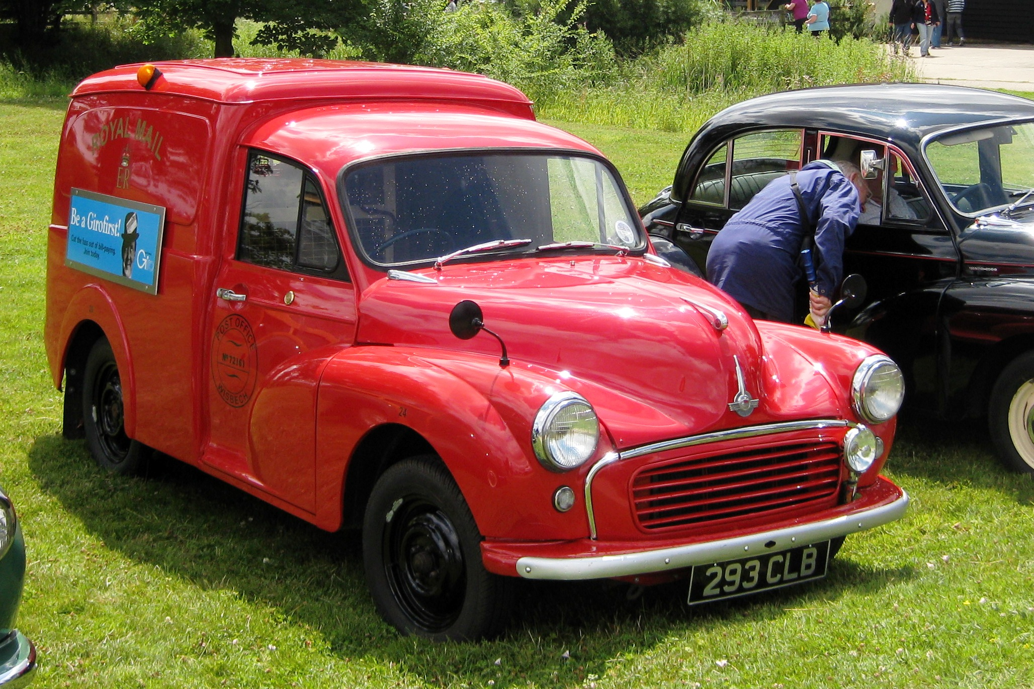 File:Morris Minor van painted for UK mail delivery.JPG - Wikimedia ...