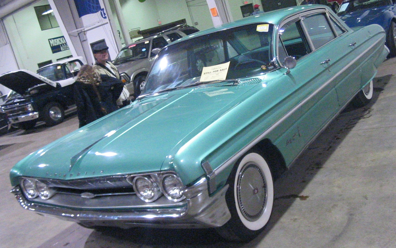 File:'61 Oldsmobile 98 Sedan (Toronto Spring '12 Classic Car ...