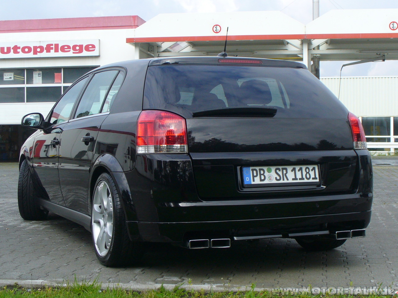 View of Opel Signum 3.2 V6. Photos, video, features and tuning. Www.