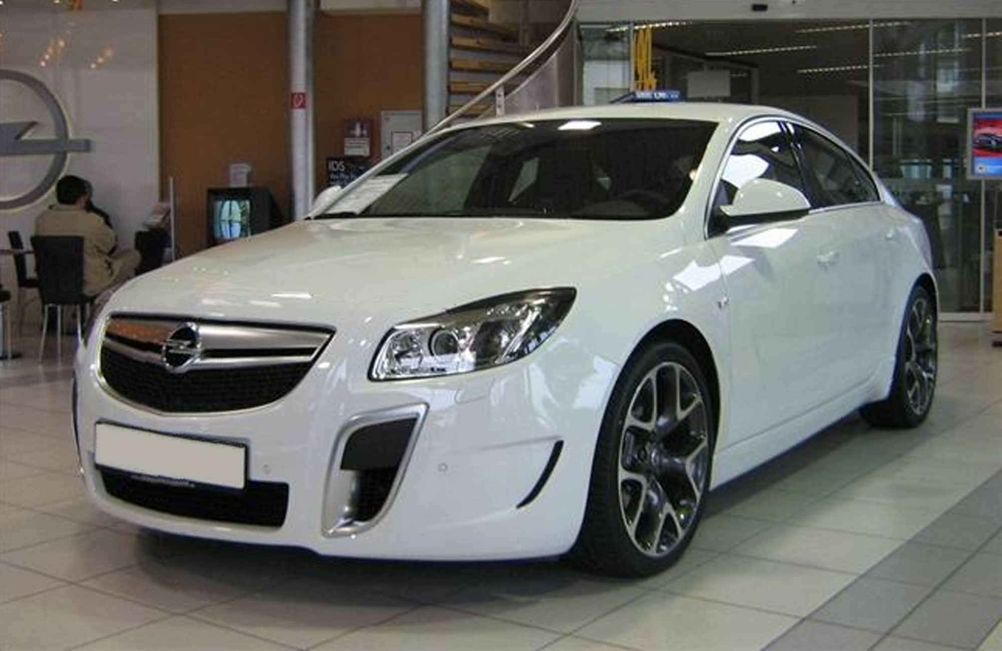 File:Opel Insignia OPC touring.jpg - Wikimedia Commons