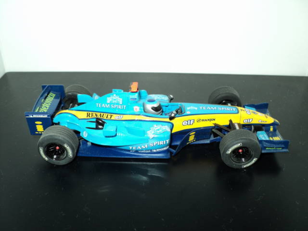SCALEXTRIC Renault R24/ theslotracer.com | Flickr - Photo Sharing!