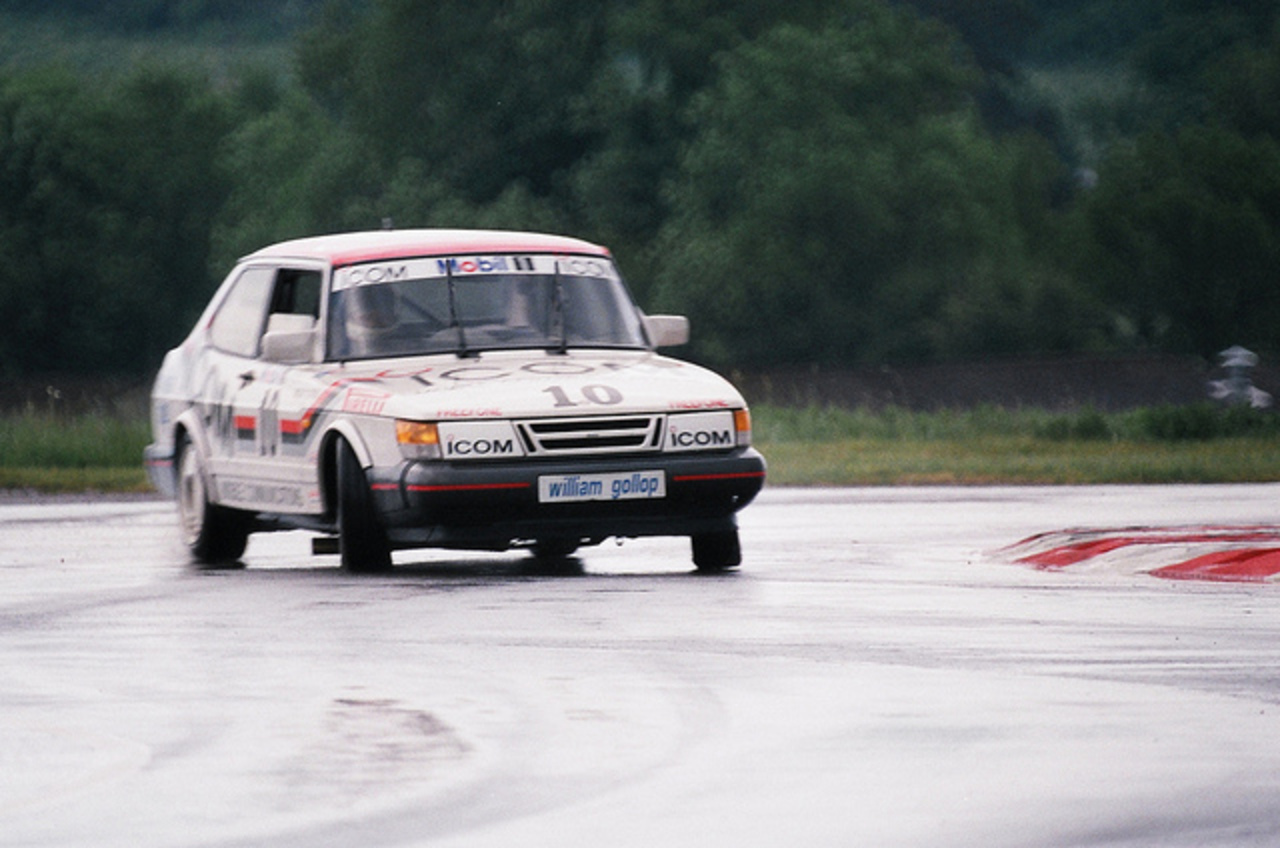 "Flickr: The The ""Classic"" SAAB 900 Pool"