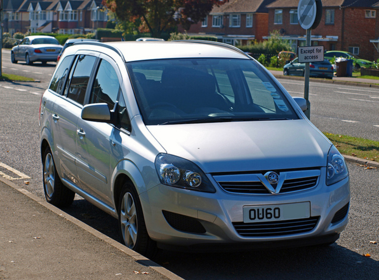 "Thames Valley Police, Unmarked ""60 Plate"" Vauxhall Zafira 