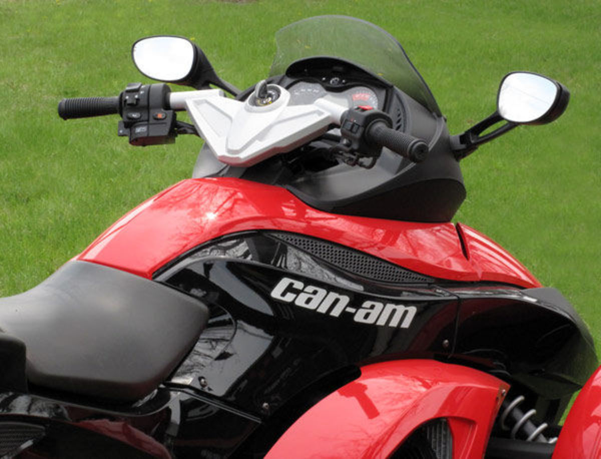 Toronto crawling with three-wheeled Spyder motorbikes (Includes ...