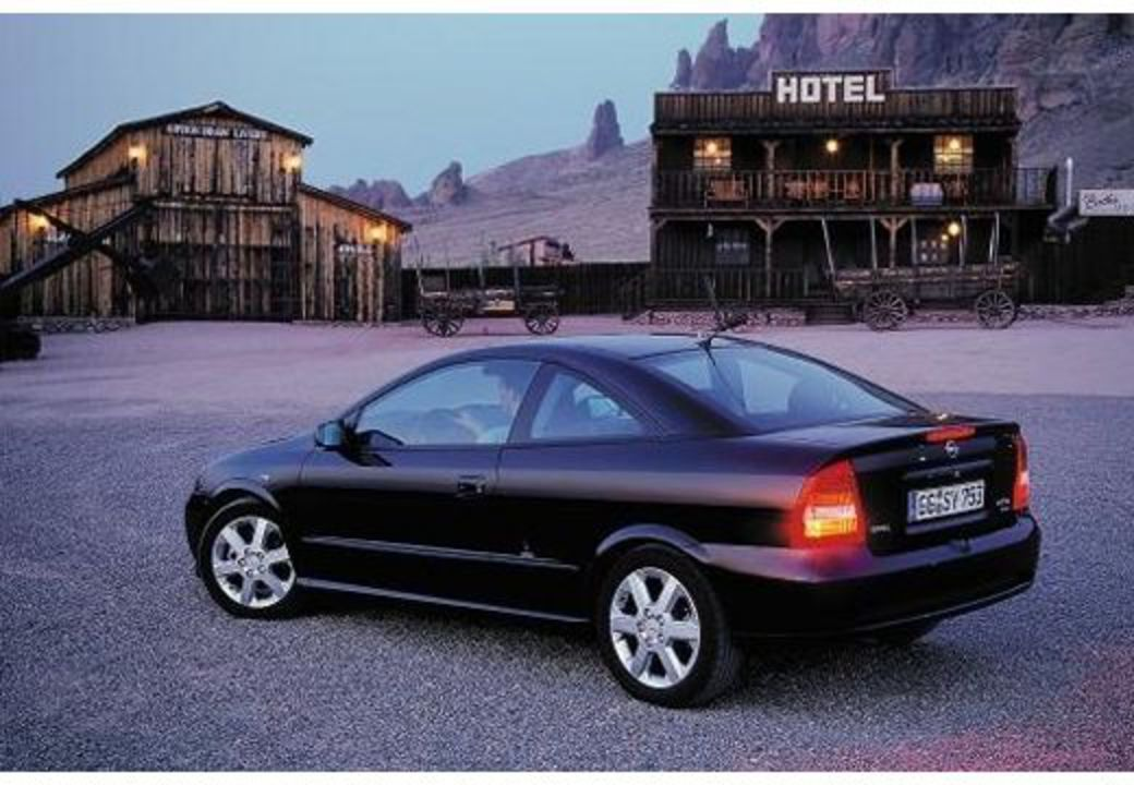 Opel Astra 1.8 Coupe image 3